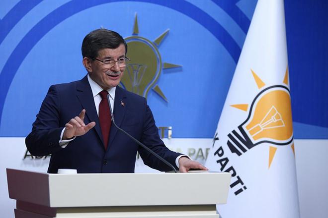 Εκτός ηγεσίας του AKP ο Νταβούτογλου