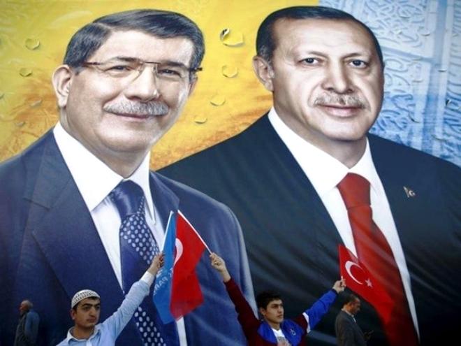 Βαθαίνει το ρήγμα μεταξύ Ερντογάν – Νταβούτογλου