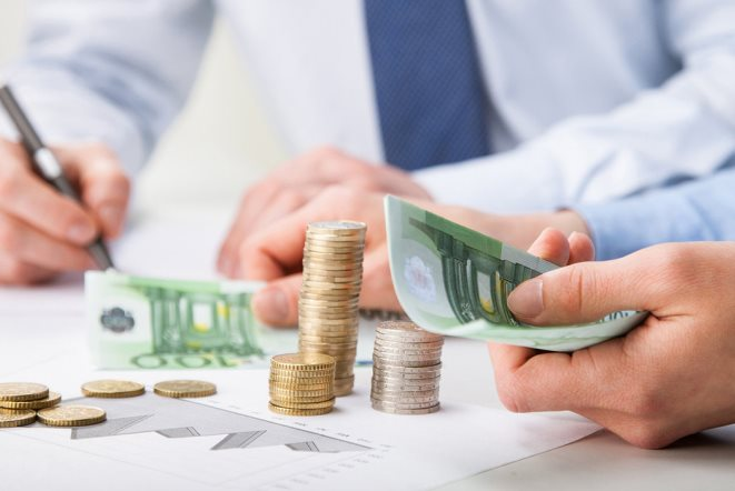 Ηλεκτρονικές συναλλαγές: Προσοχή γιατί τα μετρητά φέρνουν πρόσθετους φόρους το 2020