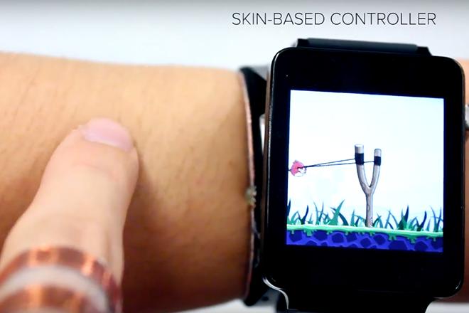Το ρολόι που μετατρέπει το μπράτσο σας σε οθόνη αφής