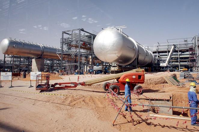 Επτά «τρελά» νούμερα για τη μεγαλύτερη εταιρεία πετρελαίου στον κόσμο