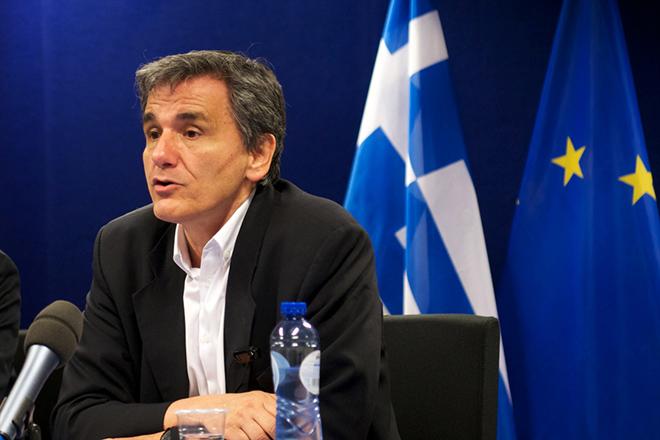 Ο υπουργός Οικονομικών Ευκλείδης Τσακαλώτος, μιλάει κατά τη διάρκεια της συνέντευξης Τύπου που παραχώρησε λίγο μετά το πέρας των εργασιών του έκτακτου Eurogroup, εκφράζοντας την ικανοποίησή του για το σημερινό «θετικό Eurogoup για την Ελλάδα και την Ευρώπη», τη  Δευτέρα 9 Μαΐου 2016, στην έδρα του Ευρωπαϊκού Συμβουλίου, στις Βρυξέλλες. ΑΠΕ-ΜΠΕ/consilium.europa.eu/Christos DOGAS