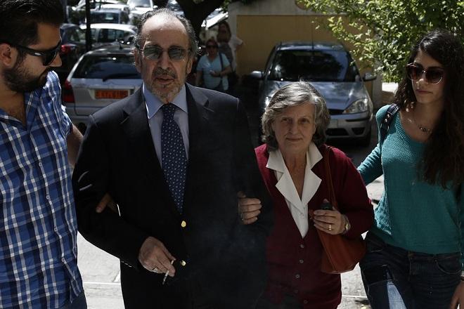 Προθεσμία για να απολογηθούν την Παρασκευή έλαβαν ο Α. Μαρτίνης και η σύζυγός του