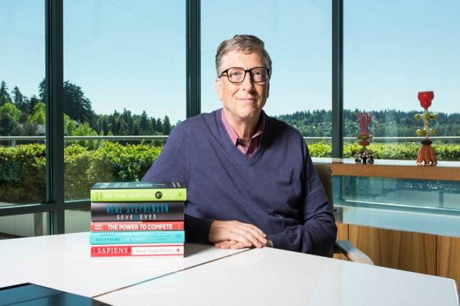 Ο Μπιλ Γκέιτς πιστεύει πως αυτά είναι τα βιβλία που πρέπει να διαβάσετε αυτό το καλοκαίρι