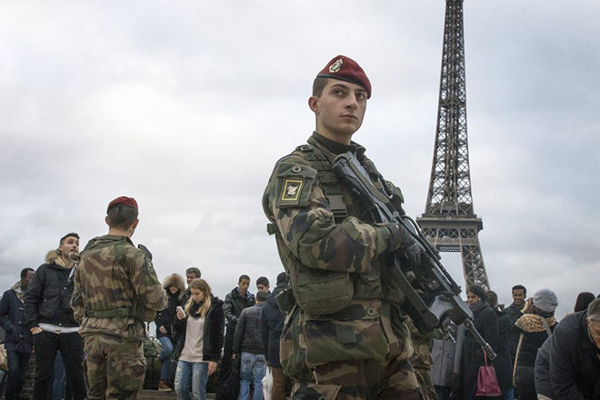 epa04538893 French soldiers patrol the Parvis des Droits de l'Homme (Human Rights Square) in Paris, France, 23 December 2014. The French army and Police have been asked to send reinforcement by French Prime Minister Manuel Valls and Interior Minister Bernard Cazeneuve,  after the incident in Nantes where a van hit ten persons the previous day. French President Francois Hollande announced the death of one of the victims earlier on 23 December.  EPA/ETIENNE LAURENT