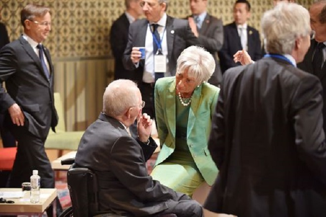 Le Monde: Το προβληματικό παιχνίδι του ΔΝΤ στην ελληνική κρίση