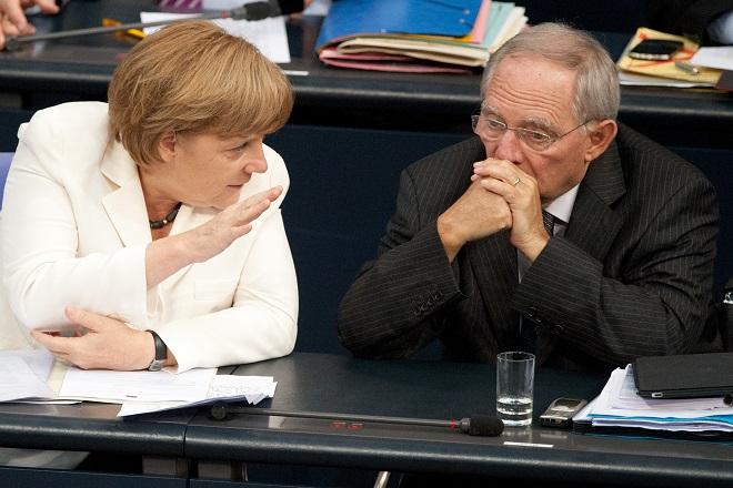Μέρκελ προς Σόιμπλε: Να κλείσει το θέμα της Ελλάδας μέχρι τη Σύνοδο Κορυφής της G7