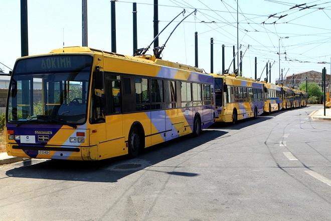 Τρόλει στο αμαξοστάσιο του ΟΑΣΑ στο Ρούφ , Πέμπτη 28 Αυγούστου 2014. Από την ερχόμενη Δευτέρα 1η Σεπτεμβρίου πρόκειται να ισχύσει η νέα τιμολογιακή πολιτική στις αστικές συγκοινωνίες της Αττικής, που προβλέπει κατά βάση μειωμένα κόμιστρα για την πλειονότητα των επιβατών, που ταξιδεύουν τόσο με κάρτες απεριόριστων διαδρομών όσο και απλό εισιτήριο σε όλα τα μέσα μεταφοράς. ΑΠΕ-ΜΠΕ/ΑΠΕ-ΜΠΕ/Παντελής Σαίτας
