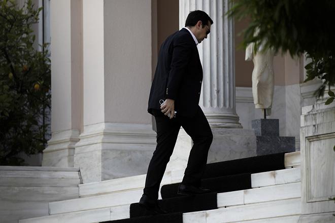 Public Issue: Οι πολίτες δηλώνουν απαγοητευμένοι – Η δημοτικότητα του Τσίπρα καταρρέει