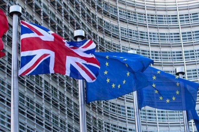 Brexit: Προς την έξοδο, αλλά με ψυχραιμία