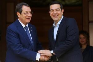 Ο πρωθυπουργός Αλέξης Τσίπρας υποδέχεται τον Πρόεδρο της Κυπριακής Δημοκρατίας  Νίκο Αναστασιάδη στη συνάντηση τους στο Μέγαρο Μαξίμου, Αθήνα, Τετάρτη 25 Μαΐου 2016. ΑΠΕ-ΜΠΕ/ΑΠΕ-ΜΠΕ/ΟΡΕΣΤΗΣ ΠΑΝΑΓΙΩΤΟΥ