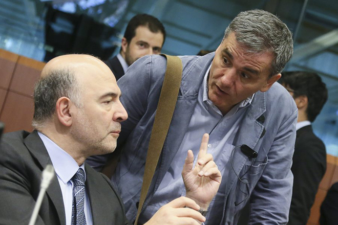 epa05326815 European Commissioner in Charge of Economic and Financial Affairs Pierre Moscovici (L) and Greek Finance Minister Euclid Tsakalotos (R) during an Eurogroup finance ministers meeting in Brussels, Belgium, 24 May 2016. The Eurogroup countries' ministers are to discuss on the Greece state of play and the implementation of its economic adjustment programme.  EPA/OLIVIER HOSLET