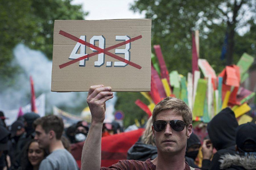 Στο πόδι όλη η Γαλλία – Συγκρούσεις ξανά στο Παρίσι
