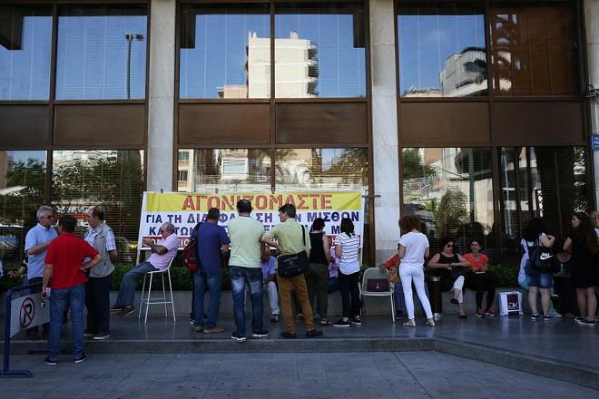 Αναβλήθηκε ο πλειστηριασμός του Athens Ledra – Ένταση στο Ειρηνοδικείο