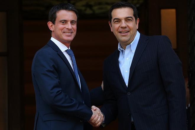 Στις κοινές αξίες που ενώνουν Γαλλία και Ελλάδα αναφέρθηκαν Τσίπρας και Βαλς