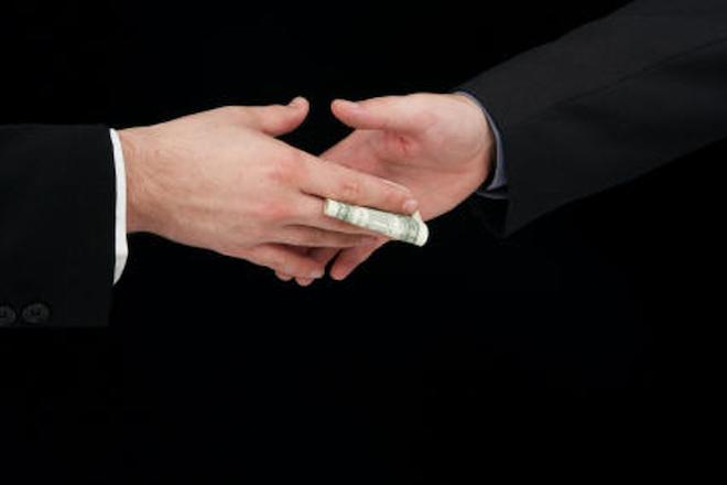 Το πολύ βαρύ κόστος της παγκόσμιας διαφθοράς, όπως το υπολόγισε το ΔΝΤ