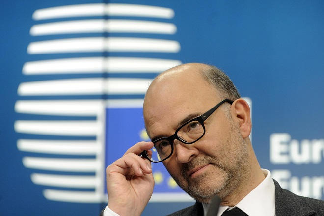 European Commissioner for economics, taxation and customs Pierre Moscovici attends a press conference after an Euro zone finance ministers meeting in Brussels December 8, 2014.          REUTERS/Eric Vidal (BELGIUM - Tags: POLITICS BUSINESS HEADSHOT)