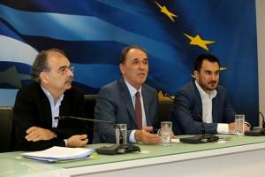 Ο υπουργός Οικονομίας, Ανάπτυξης και Τουρισμού, Γιώργος Σταθάκης (Κ) , ο υφυπουργός Αλέξης Χαρίτσης (Δ) και ο Γενικός Γραμματέας Στρατηγικών και Ιδιωτικών Επενδύσεων Λόης Λαμπριανίδης (Α) συμμετέχουν σε συνέντευξη τύπου , Δευτέρα 6 Ιουνίου 2016. Ο Υπουργός Οικονομίας, Ανάπτυξης και Τουρισμού, Γιώργος Σταθάκης, ο Υφυπουργός Αλέξης Χαρίτσης και ο Γενικός Γραμματέας Στρατηγικών και Ιδιωτικών Επενδύσεων Λόης Λαμπριανίδης παραχώρησαν συνέντευξη τύπου με θέμα τον νέο Αναπτυξιακό Νόμο. ΑΠΕ-ΜΠΕ/ΑΠΕ-ΜΠΕ/Παντελής Σαίτας