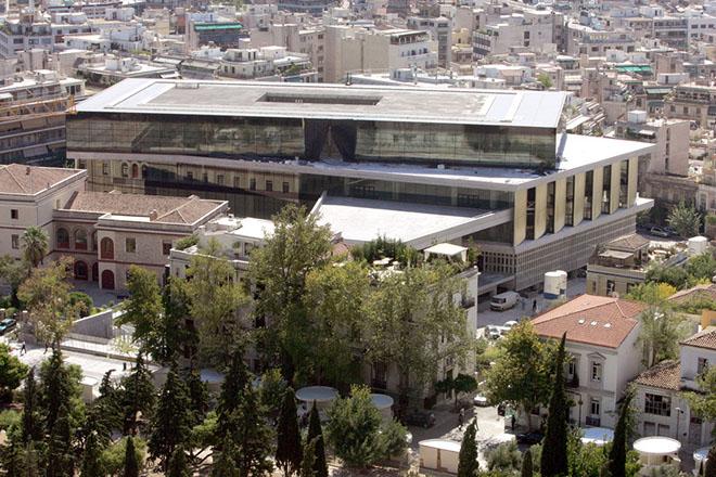 Το νέο Μουσείο της Ακρόπολης όπως φαίνεται από το λόφο της Ακρόπολης, Τετάρτη 3 Οκτωβρίου 2007.