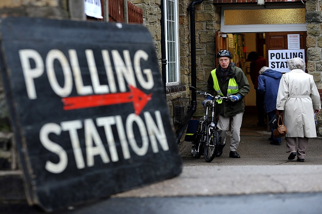 Brexit ή Bremain: Άνοιξαν οι κάλπες για το δημοψήφισμα στη Βρετανία