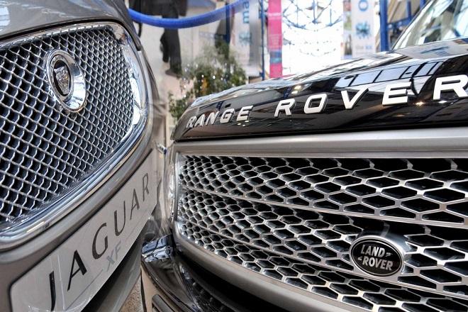Η Jaguar Land Rover βάζει «φρένο» στη λειτουργία των μονάδων της στη Βρετανία λόγω Brexit