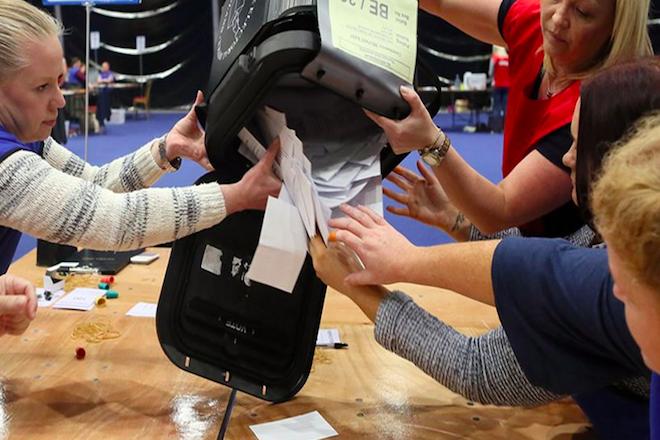 Όλες οι δημοσκοπήσεις δείχνουν Bremain – Τα πρώτα αποτελέσματα το βεβαιώνουν