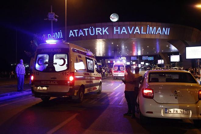 Εκρήξεις και ανταλλαγή πυροβολισμών στο αεροδρόμιο της Κωνσταντινούπολης