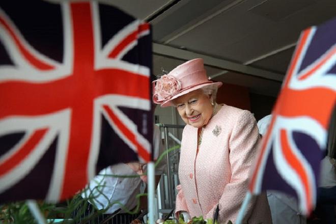 Brexit και με τις «ευχές» της Βασίλισσας