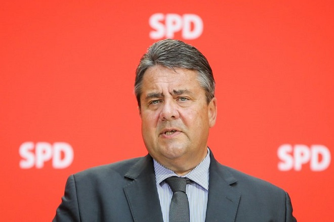 epa05348563 Sigmar Gabriel, German Economy Minister and leader of Germany's Social Democratic Party (SPD), delivers remarks on the decision of German President Joachim Gauck not to stand for a second term, in Berlin, Germany, 06 June 2016. He was not going to stand for a second term in office as German President, Gauck had announced in a statement earlier the same day.  EPA/ KAY NIETFELD