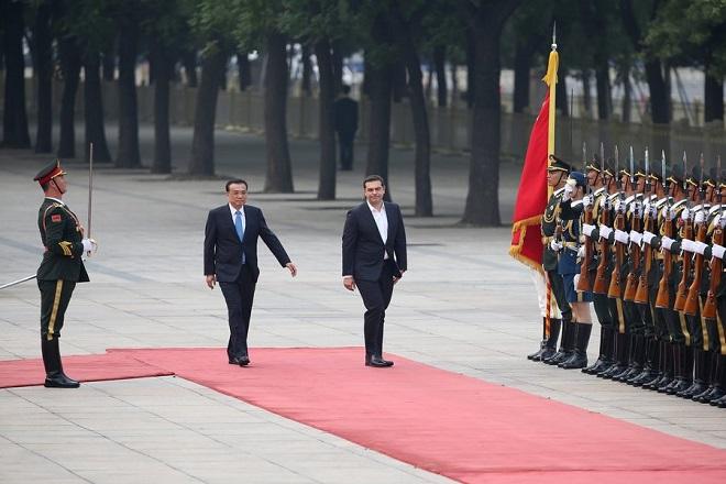Σε φιλικό κλίμα η συνάντηση του Τσίπρα με τον Κινέζο ομόλογό του