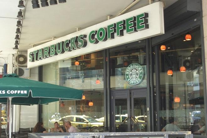 Τέλος στα πλαστικά καλαμάκια βάζει και η Starbucks