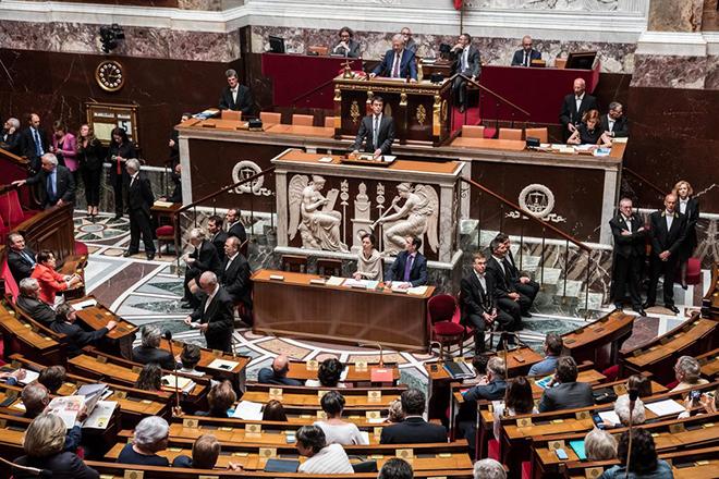 Η γαλλική κυβέρνηση παρακάμπτει εκ νέου τη βουλή για τα εργασιακά