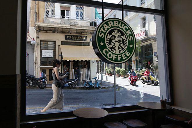 «Πικρός καφές» για τα Starbucks