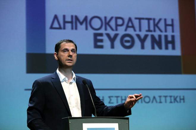 Ο ανεξάρτητος βουλευτής Χάρης Θεοχάρης μιλάει κατά την παρουσίαση της νέας πολιτικής κίνησης «Δημοκρατική Ευθύνη», στο Ίδρυμα Κακογιάννη, Αθήνα, τη Δευτέρα 11 Ιουλίου 2016.  ΑΠΕ-ΜΠΕ/ΑΠΕ-ΜΠΕ/ΣΥΜΕΛΑ ΠΑΝΤΖΑΡΤΖΗ