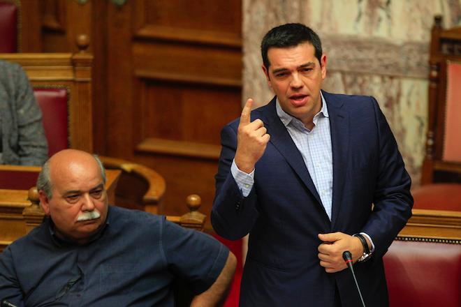 «Ταβάνι» οι 197 ψήφοι για τον εκλογικό νόμο – Κόρτε Τσίπρα με ανεξάρτητους βουλευτές