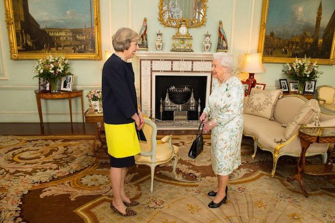 Η Μέι επίσημα πρωθυπουργός – Ποια είναι η Σιδηρά Κυρία του Brexit