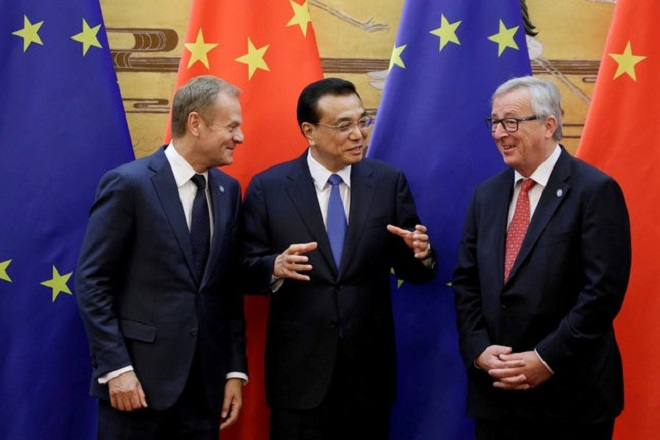 Γιούνκερ προς Κινέζους: Σταματήστε να πουλάτε τόσο χάλυβα