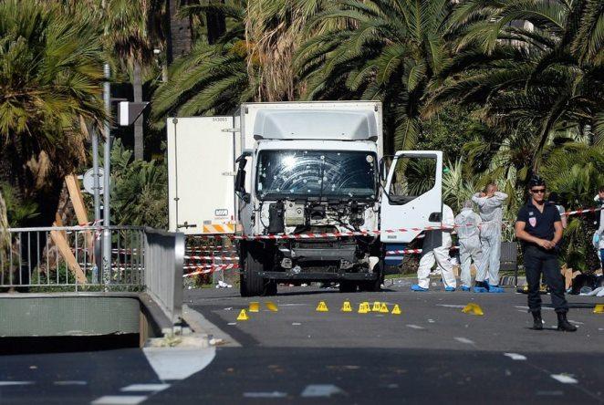 Γαλλία: Ταυτοποιήθηκε ο δράστης – Στη Νίκαια ο Φρανσουά Ολάντ