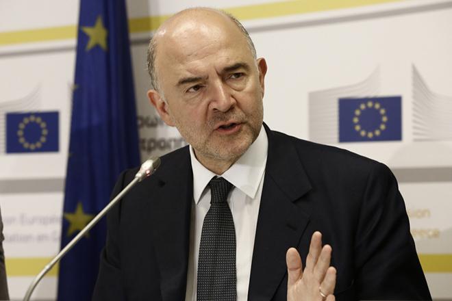 Ο Ευρωπαίος επίτροπος για Οικονομικές και Νομισματικές Υποθέσεις, Πιερ Μοσκοβισί, μιλάει κατά τη διάρκεια κοινής συνέντευξης τυπου με τον υπουργό Οικονομικών, Ευκλείδη Τσακαλώτο (δεν εικονίζεται),στα γραφεία της Αντιπροσωπείας της ΕΕ στην Ελλάδα, Αθήνα Δευτέρα 18 Ιουλίου 2016 ΑΠΕ-ΜΠΕ/ΑΠΕ-ΜΠΕ/ΓΙΑΝΝΗΣ ΚΟΛΕΣΙΔΗΣ