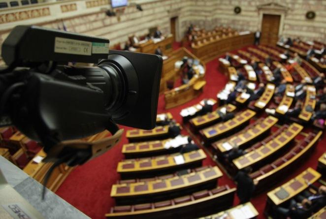 LIVE από τη Βουλή: Σε κλίμα έντασης ψηφίζεται σήμερα το μεσημέρι το πολυνομοσχέδιο