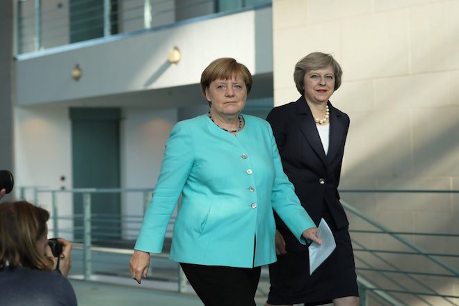 Συνάντηση Μέρκελ- Μέι: Κατανοητό ότι το Λονδίνο χρειάζεται χρόνο