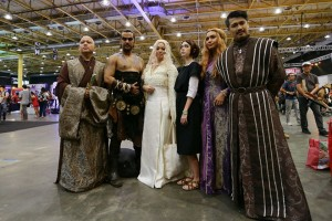 epa04938142 Filipino enthusiasts dressed up as characters from the television series 'Game of Thrones' pose during the 2015 Asia Pop Comic Con (APPC) in Pasay City, Manila, Philippines, 19 September 2015. The international pop culture and comic convention features toys, games, cosplay, superheroes, animation and film with local and international guests attending.  EPA/MARK R. CRISTINO