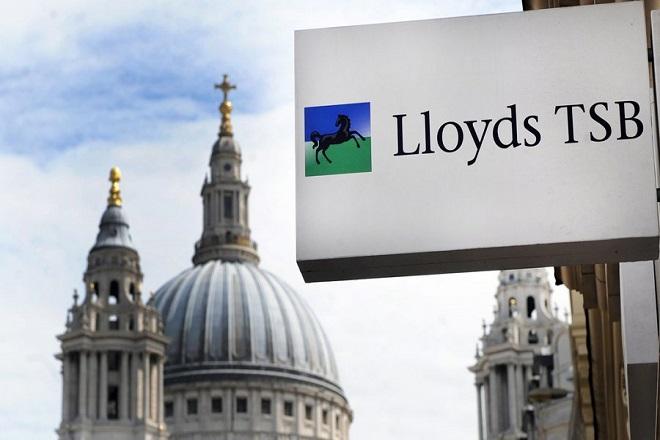 Η Lloyds κλείνει 100 καταστήματα και απολύει 325 υπαλλήλους