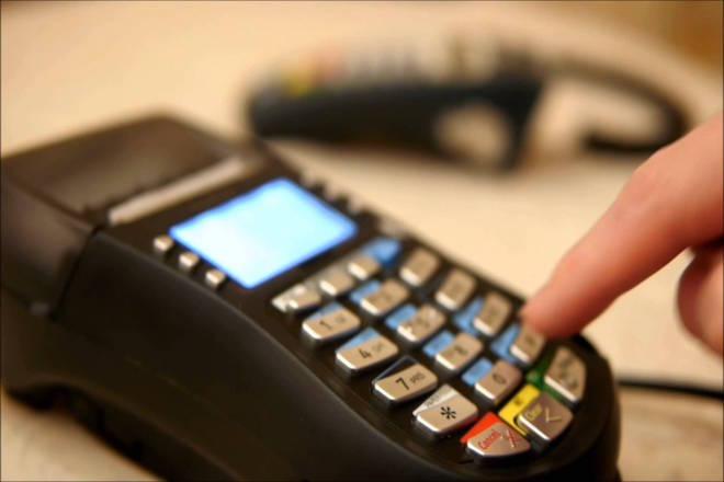 Οι πληρωμές με κάρτες κατακλύζουν την αγορά – Πάνω από 150.000 νέα POS