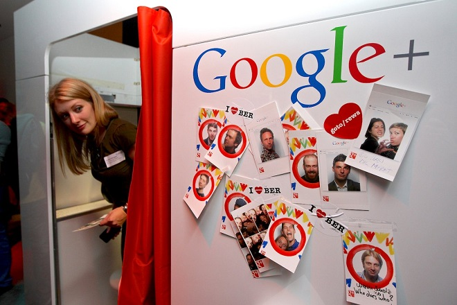 Νέο εργαλείο της Google σκανάρει έντυπες φωτογραφίες και τις μετατρέπει σε ψηφιακές