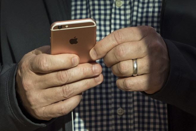 Οι ειδικοί προειδοποιούν: Προσοχή στις απομιμήσεις φορτιστών της Apple