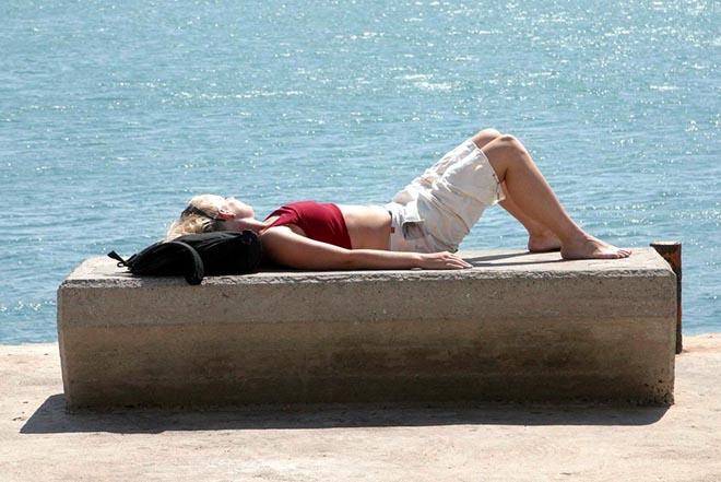 Επτά μύθοι για το μαύρισμα στον ήλιο και πώς θα προστατευτούμε σωστά