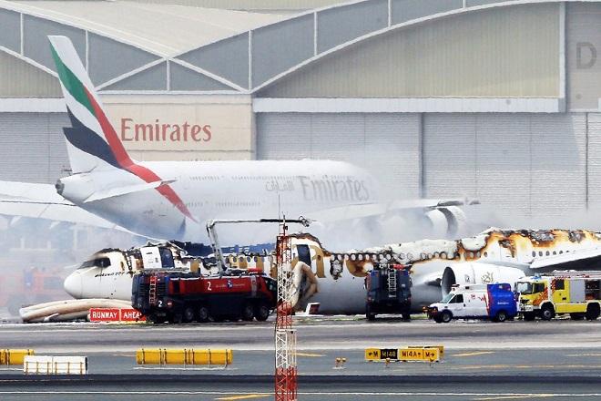 Aεροσκάφος της Emirates «γλίτωσε» τελευταία στιγμή από τις φλόγες