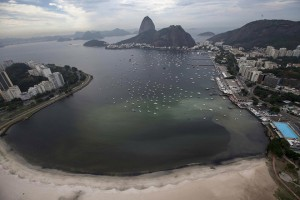 epa05323662 A photo made available on 22 May 2016 shows a giant stain produced by a sewage runoff at the cove of Botafogo, in Guanabara Bay where the Sailing competitions at the 2016 Rio Olympic Games will be held, in Rio de Janeiro, Brazil, 21 May 2016. Brown water, foul odors and floating trash are still marring the rivers, beaches and lagoons around Rio de Janeiro just 75 days before the Brazilian city hosts the Summer Olympics, with hopes fading that the pollution will be cleaned up before August. Officials, however, contend that the polluted bodies of water around the city do not pose a danger for Olympic competitors, arguing that the problem is one of appearance.  EPA/MARCELO SAYAO