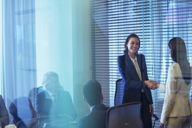 Έρευνα: Mόλις μιας στις 20 μεγαλύτερες εταιρείες είχαν μια γυναίκα «στο τιμόνι» τους το 2017